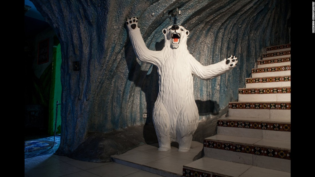 A polar-bear statue greets visitors at the Kiss Me Motel.