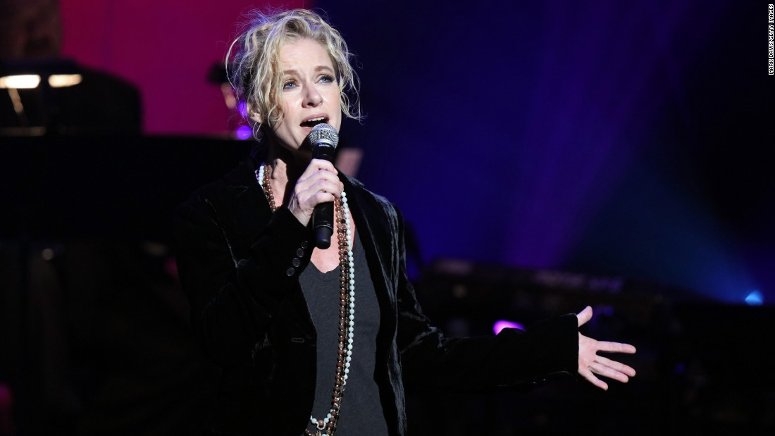 "<strong>Shelby Lynne</strong> was not new to the industry but finally had her chance to shine in 1999 with her album ""I Am Shelby Lynne."" She won best new artist in 2001. She had a mixed reaction to her next few releases. Lynne has since started her own label, Everso Records."