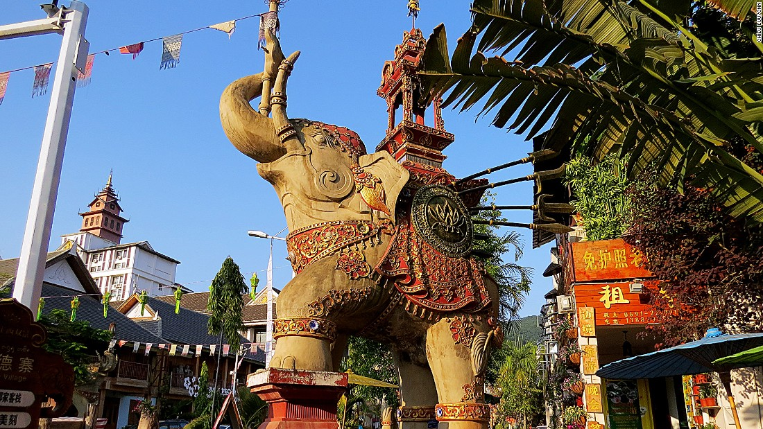 Xishuangbanna is an autonomous prefecture bordering the Southeast Asian countries. It's the place to experience Dai culture and see rainforests.