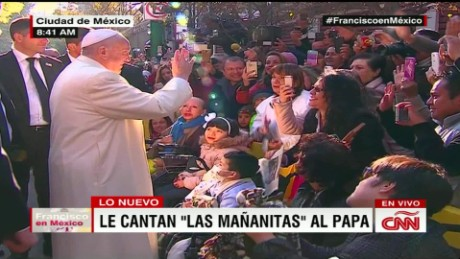 cnnee mexicans sing to pope in streets_00012510