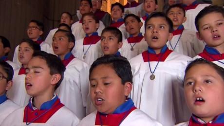 cnnee papa en mexico coro en la basilica de guadalupe_00005711
