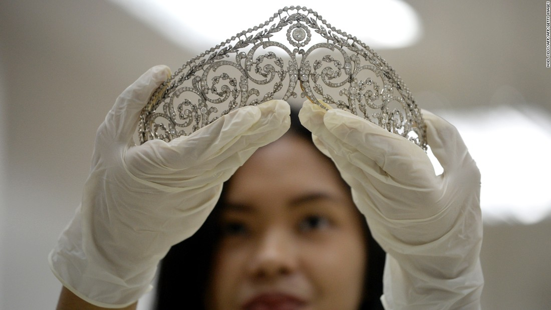 An official shows a piece of jewelery confiscated by the Philippine government from former first lady Imelda Marcos in 1986.
