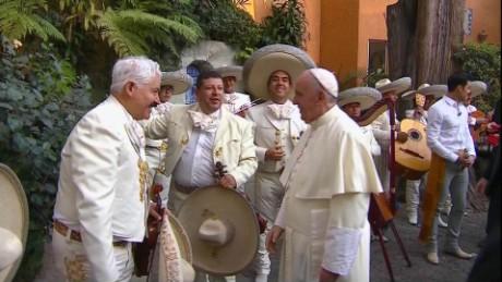 cnnee francisco mexico despedida nunciatura mariachi_00031305