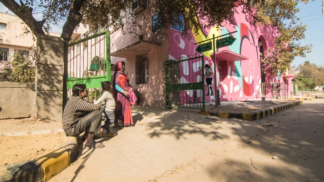 """Pink"" by DWAZETA.<br /><br />In this piece, Polish street art group DWAZETA chose abstract forms to refer to the flow of Delhi streets, reflecting their hectic, crowded yet colorful nature. <em>(Photograph by Akshat Nauriyal)</em>"