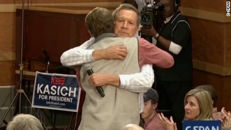 Emotional John Kasich gives man facing hardships a hug