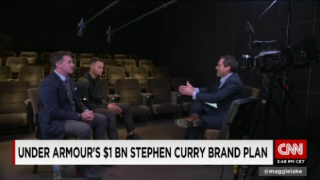 Andy Scholes talks with Kevin Plank & Steph Curry_00011930