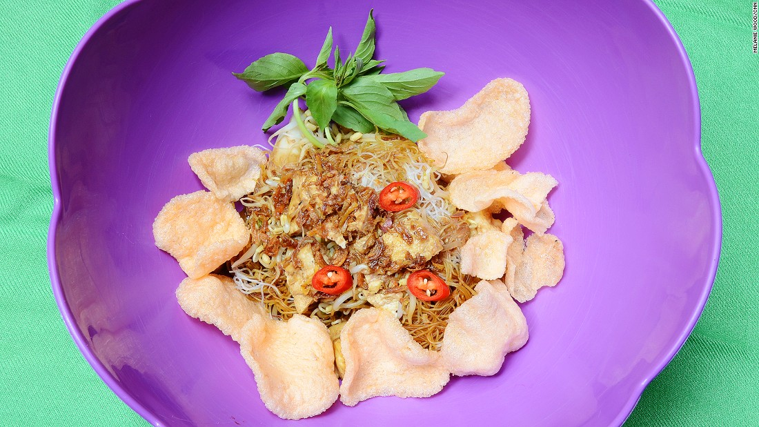 Ketoprak is made from vermicelli, tofu, packed rice cake and bean sprouts.