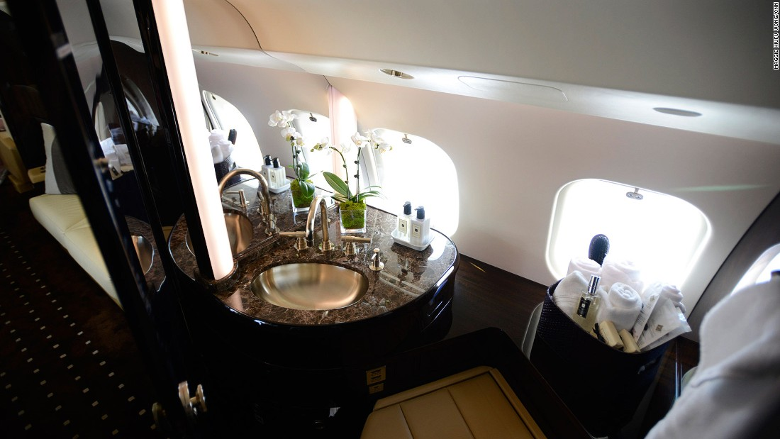 The Global 6000 has a spacious bathroom that can provide a 40-minute-long hot shower.