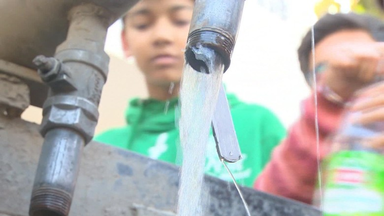Delivering water to Delhi's thirsty residents