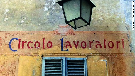 A painted sign for  the Circolo Lavoratori  in Bellano (Lecco).