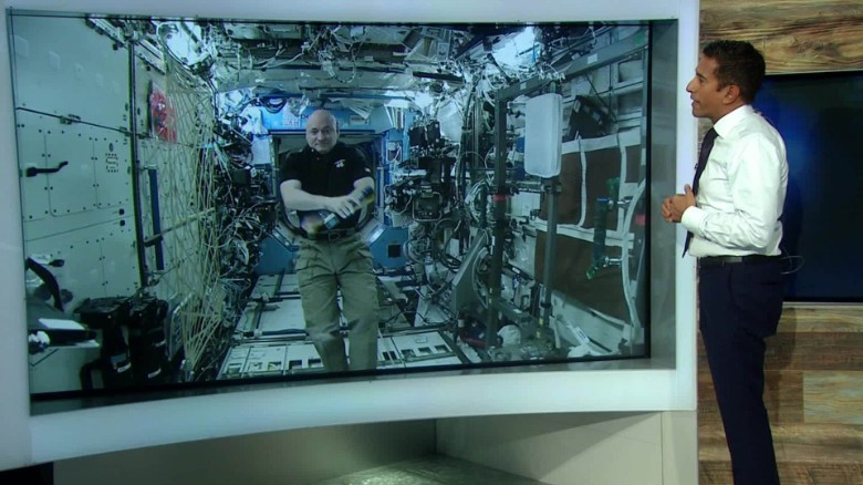 Scott Kelly talks to Dr. Sanjay Gupta as he prepares to return from his year-long space mission