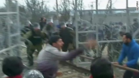 migrants charge macedonia fence morgan lklv_00014723.jpg
