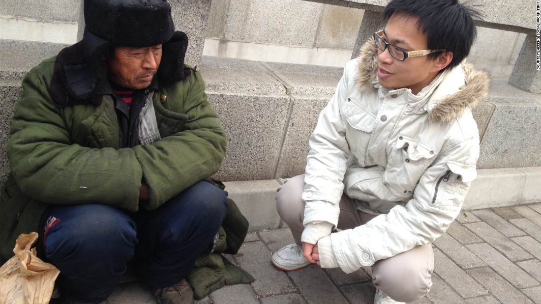 A social worker from the group has a conversation with a street sleeper in Beijing. According to Hefeng, about one third of street sleepers in Beijing are petitioners from across China.