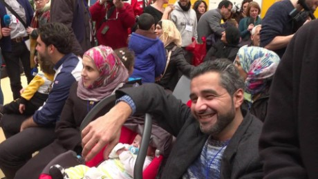 Syrian refugees arrive in Italy thanks to a new program