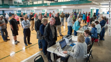 Voters arrive to be checked in at McGee Community Center on March 1, 2016 in Conway, Arkansas. / AFP / Michael B. Thomas        (Photo credit should read MICHAEL B. THOMAS/AFP/Getty Images)