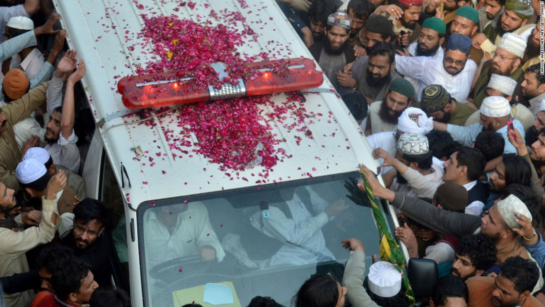 Pakistani supporters of convicted murderer Mumtaz Qadri gather around the ambulance carrying his body during his funeral in Rawalpindi on March 1, 2016. Tens of thousands of supporters of the Pakistani Islamist executed for gunning down a liberal governor gathered for his funeral.