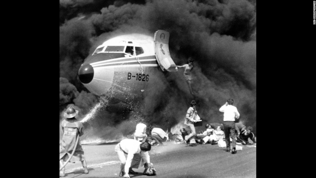 "<strong>Plane hero:</strong> A flight attendant helped save the day when a China Airlines jet undershot the runway and caught fire in Manila, Philippines, on February 27, 1980. <a href=""https://news.google.com/newspapers?nid=2194&dat=19800227&id=A74yAAAAIBAJ&sjid=de4FAAAAIBAJ&pg=5199,1306264&hl=en"" target=""_blank"">Wang Wen Hwang </a>stayed aboard the burning plane, even as her own clothing caught on fire, <a href=""http://www.airliners.net/aviation-forums/general_aviation/read.main/2036510/6/"" target=""_blank"">to help several passengers evacuate.</a> She's pictured here leaping to safety."