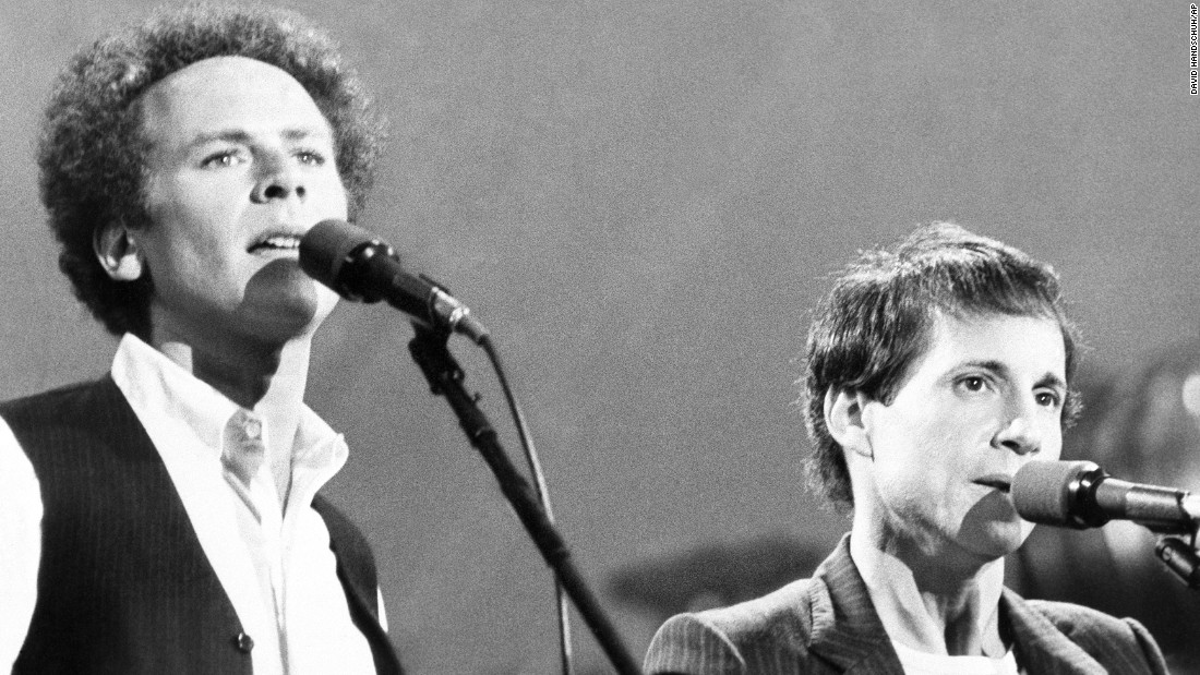 "<strong>'60s songbirds reunite:</strong> About <a href=""http://www.nydailynews.com/entertainment/music/simon-garfunkel-plays-crowd-central-park-1981-article-1.2353782"" target=""_blank"">500,000 fans</a> showed up to watch Paul Simon and Art Garfunkel perform in New York's Central Park on September 21, 1981. It was the largest crowd to ever attend a free concert there. The duo, known for hits such as ""Mrs. Robinson,"" hadn't performed together for a decade."