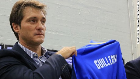"""Boca Juniors new coach Guillermo Barros Schelotto (L) holds a jersey with his name next to  Boca Juniors' President Daniel Angelici during his presentation at the Bombonera stadium in Buenos Aires on March 2, 2016. AFP PHOTO / NA / DANIEL VIDES         RESTRICTED TO EDITORIAL USE - MANDATORY CREDIT """"AFP PHOTO / NA / DANIEL VIDES"""" - NO MARKETING NO ADVERTISING CAMPAIGNS - DISTRIBUTED AS A SERVICE TO CLIENTS - ARGENTINA OUT / AFP / NA / DANIEL VIDES        (Photo credit should read DANIEL VIDES/AFP/Getty Images)"""