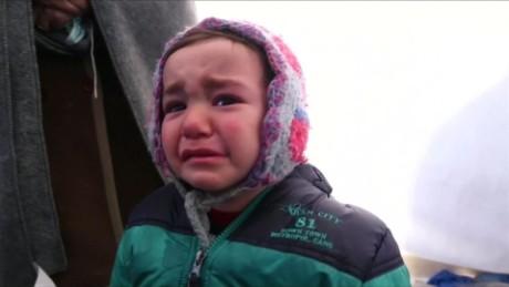 cnnee pkg rebaza crisis migrantes frontera grecia macedonia_00003715