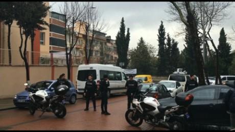 cnnee vo rec estambul estacion de policia arrestan a mujeres _00001604