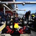 Kvyat  Red Bull Racing: f1 testing Barcelona Pit stop