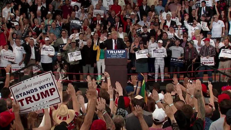 Donald Trump asks audience to raise their hands and pledge to vote ...