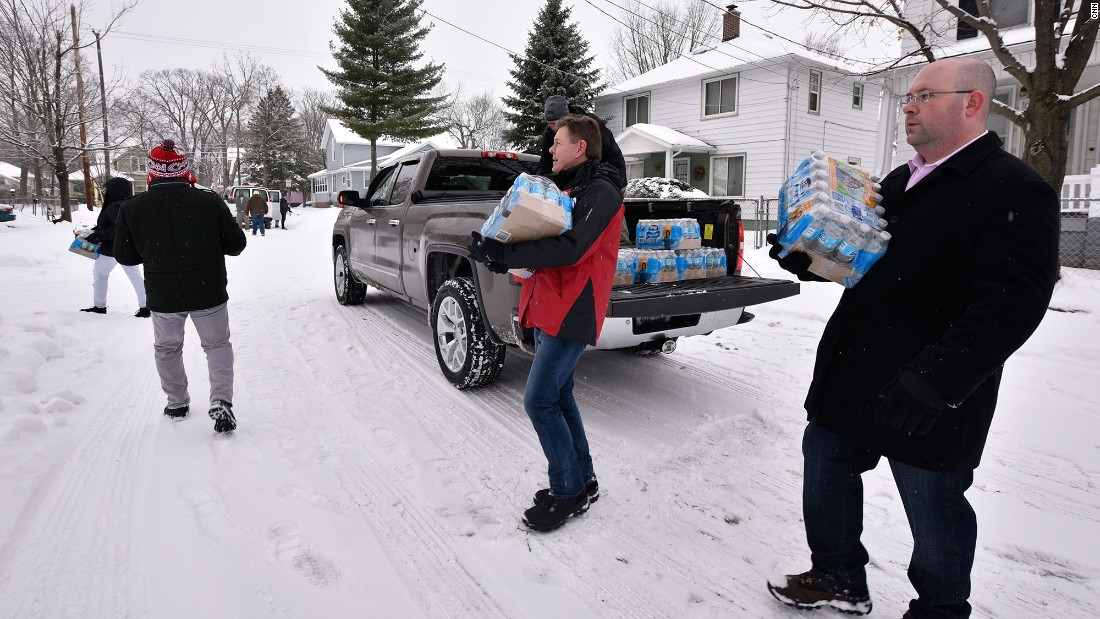 On the eve of its Democratic Debate in Flint, Michigan, CNN staff distribute water to families impacted by the Flint Water Crisis.