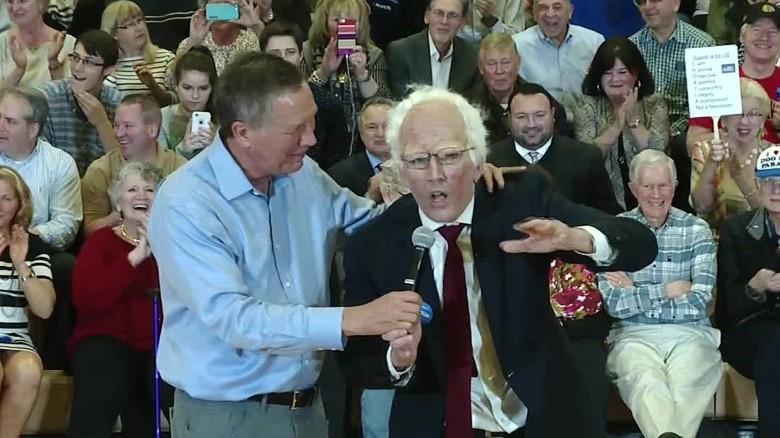 'Bernie Sanders' snaps a selfie with John Kasich