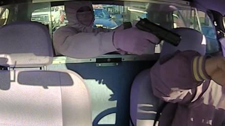 cnnee vo policias detenien robo de taxista infraganti _00000513