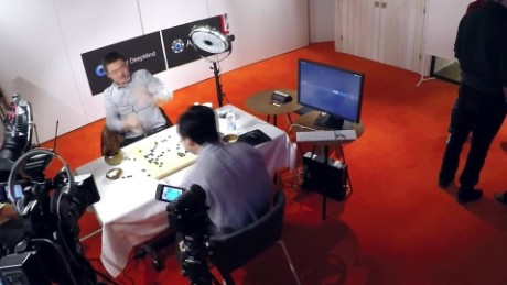 cnnee pkg ivan watson hombre contra computadora juego go_00000630