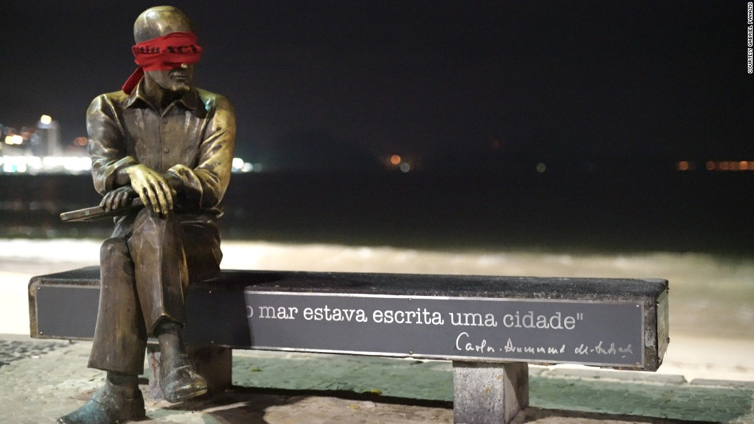 The statue of Brazilian writer Carlos Drummond de Andrade, adjacent to the famous Copacabana Beach, was blindfolded over the weekend.