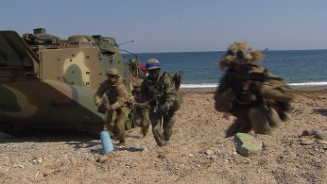 U.S., South Korean sailors storm beach in mock landing