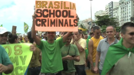 cnnee pkg francho baron protestas en brasil _00003119