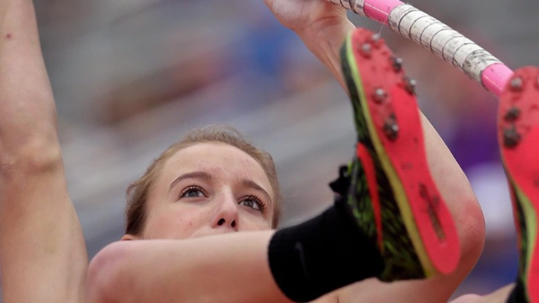 Blind pole vaulter sets the bar high