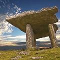 Poulnabrone-Dolmen-Burren