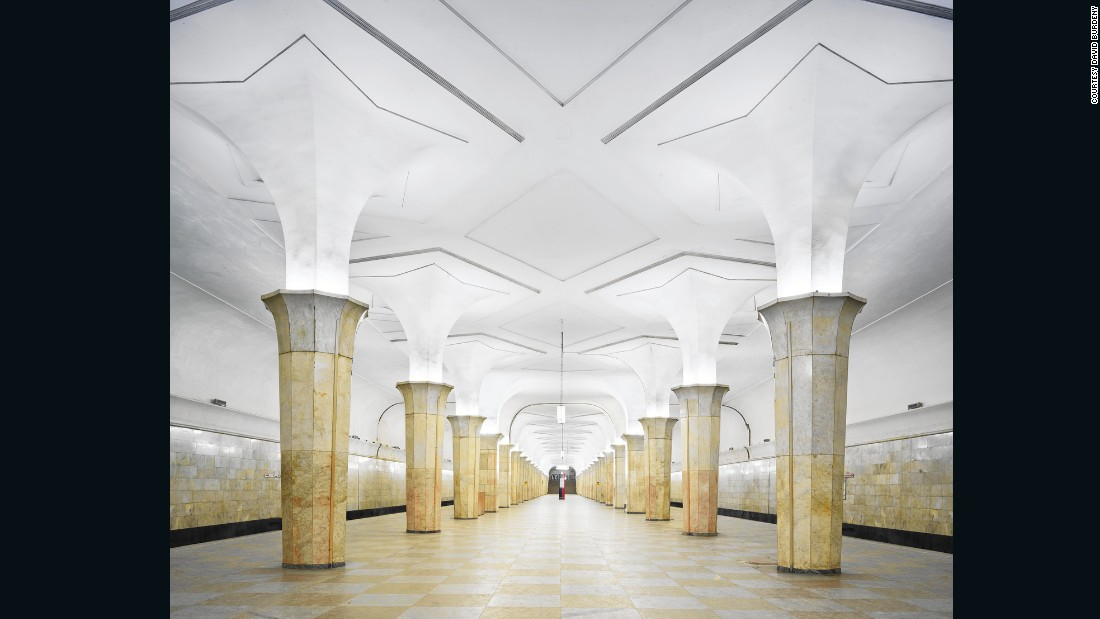 Originally intended to connect to the never-realized Palace of the Soviets (an ambitious neo-classical state building), Kropotkinskaya Station was designed to be both seem both professional and sophisticated.