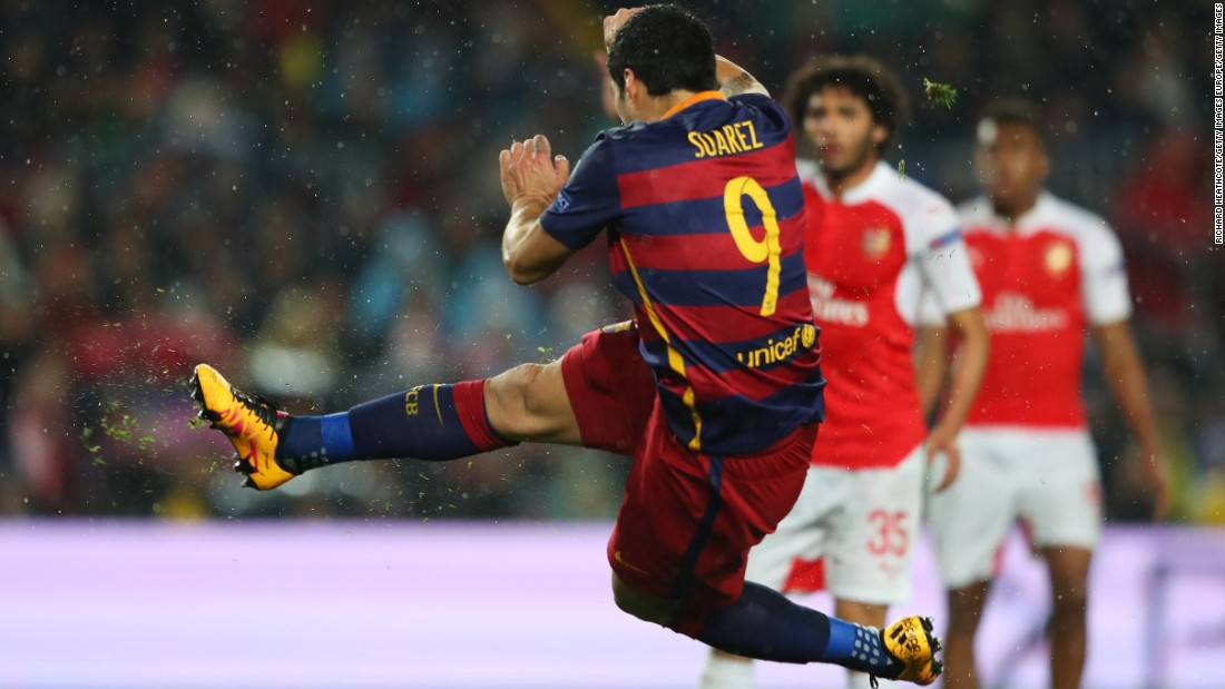 Luis Suarez scores a stunning volley as Barcelona beat Arsenal 5-1 on aggregate to reach the Champions League quarterfinals for the ninth consecutive season.