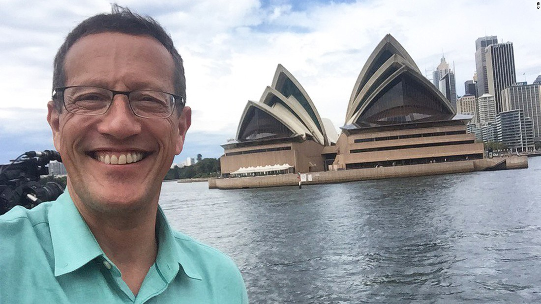 Quest completes a challenge to take a selfie in front of Sydney's most famous landmark.