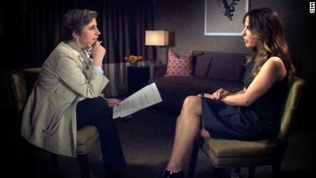Kate del Castillo durante su entrevista con Carmen Aristegui.