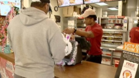 popeyes applicant stops robbery pkg_00003109