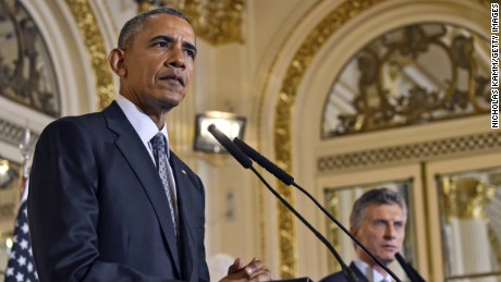 US President Barack Obama (L) and Argentinian President Mauricio Macri deliver a joint press conference at the Casa Rosada presidential palace  in Buenos Aires on March 23, 2016. US President Barack Obama arrived in Argentina early Wednesday after making a historic visit to former Cold War foe Cuba. AFP PHOTO / Nicholas Kamm / AFP / NICHOLAS KAMM        (Photo credit should read NICHOLAS KAMM/AFP/Getty Images)