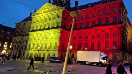 cnnee nat pkg homenaje a bruselas alrededor del mundo_00003528