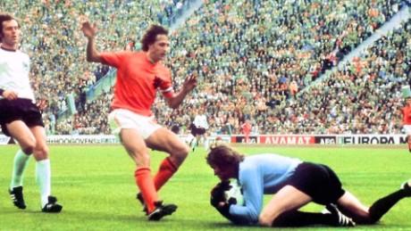 cnnee pkg marta gracia johan cruyff la muerte de un grande futbol_00005710