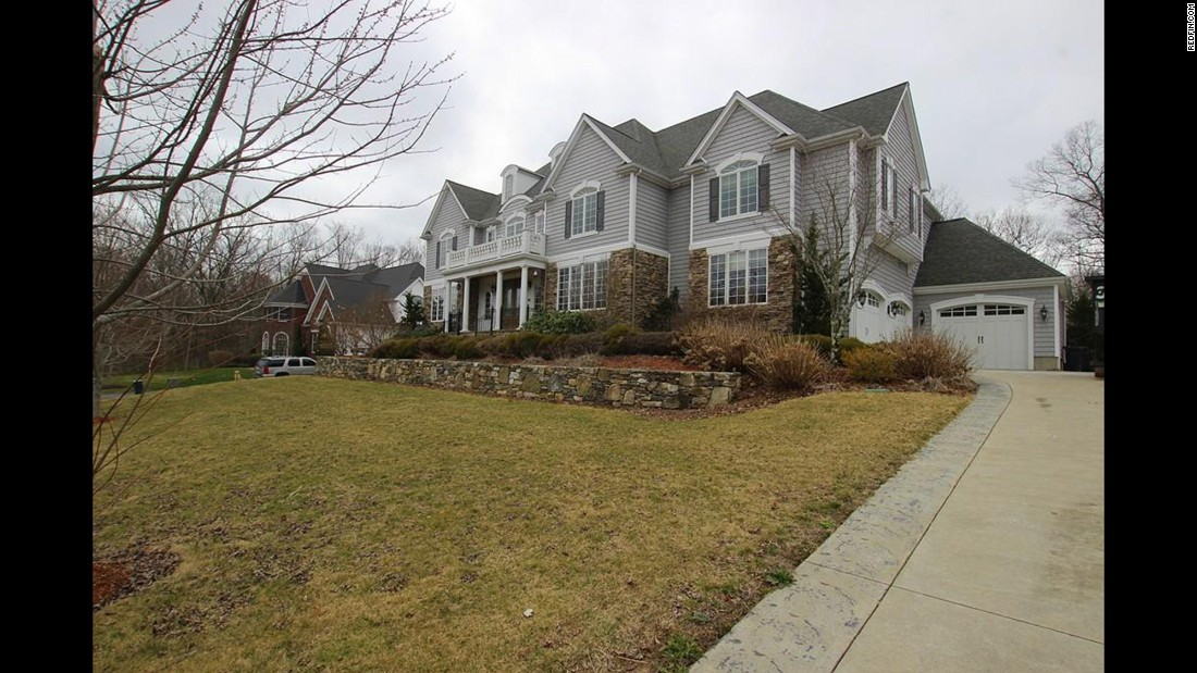 The spacious home of former New England Patriots tight end Aaron Hernandez is on market for $1,499,000.