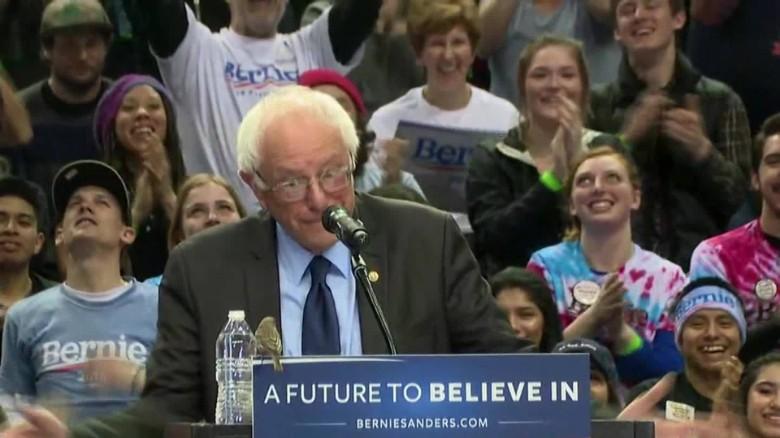 Bird lands on Bernie Sanders podium in portland_00002912