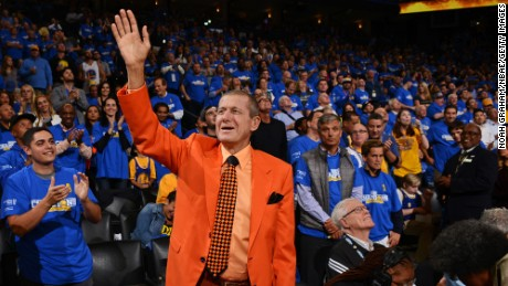 TNT Analyst, Craig Sager who is know for his colorful clothing, waves to the crowd before the New Orleans Pelicans play against the Golden State Warriors in October 2015.