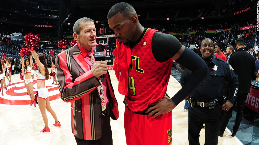 "Sager interviews Paul Millsap of the Atlanta Hawks after a win over the Boston Celtics in November 2015. He announced in March 2016 that his cancer, once in remission, had returned. ""The typical prognosis is 3-6 months to live, but I would like to stress that is for a patient who is not receiving treatment,"" he said <a href=""https://www.turner.com/pressroom/united-states/turner-sports/nba-tnt/statement-behalf-craig-sager"" target=""_blank"">in a statement provided by Turner.</a> ""Fortunately, I am receiving the best treatment in the world, and I remain fully confident I will win this battle."""