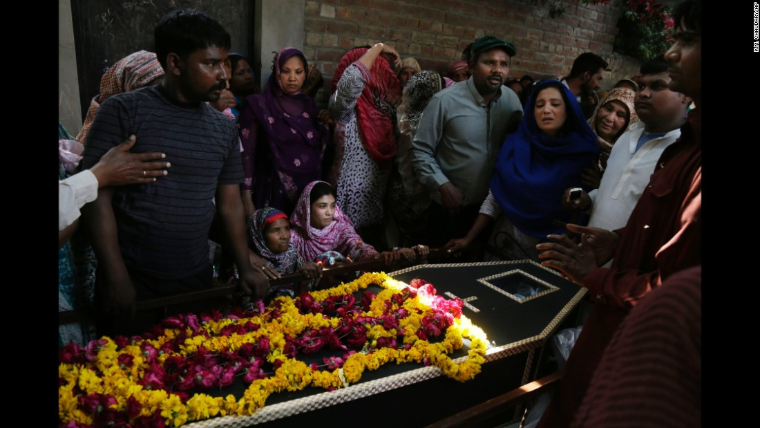 Mourners pay their respects to Sharmoonin, a bombing victim, on March 28.