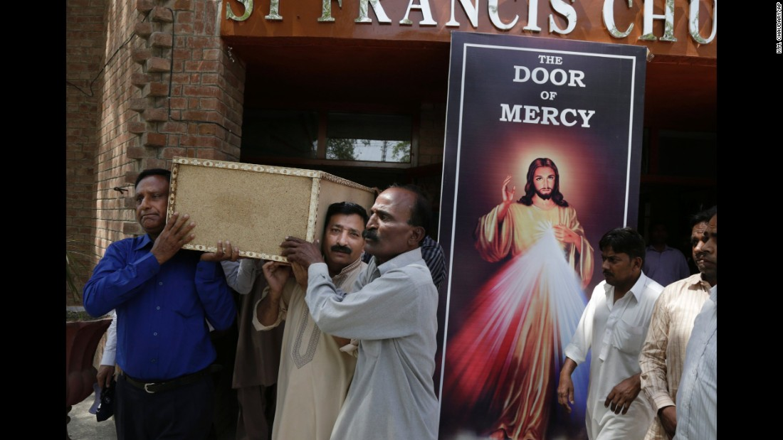 People carry the coffin of Sahil Pervez from a Lahore church on March 28.